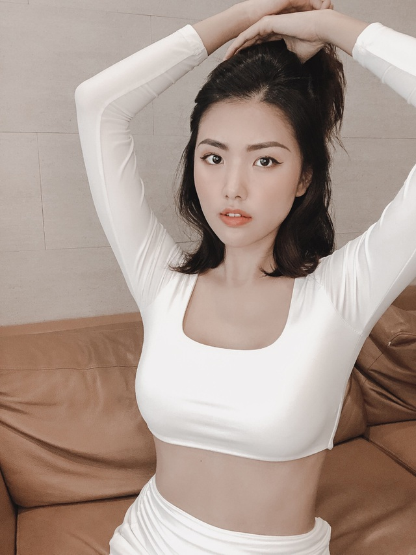 Nu tiep vien hang khong lo body day goi cam voi anh doi thuong-Hinh-10