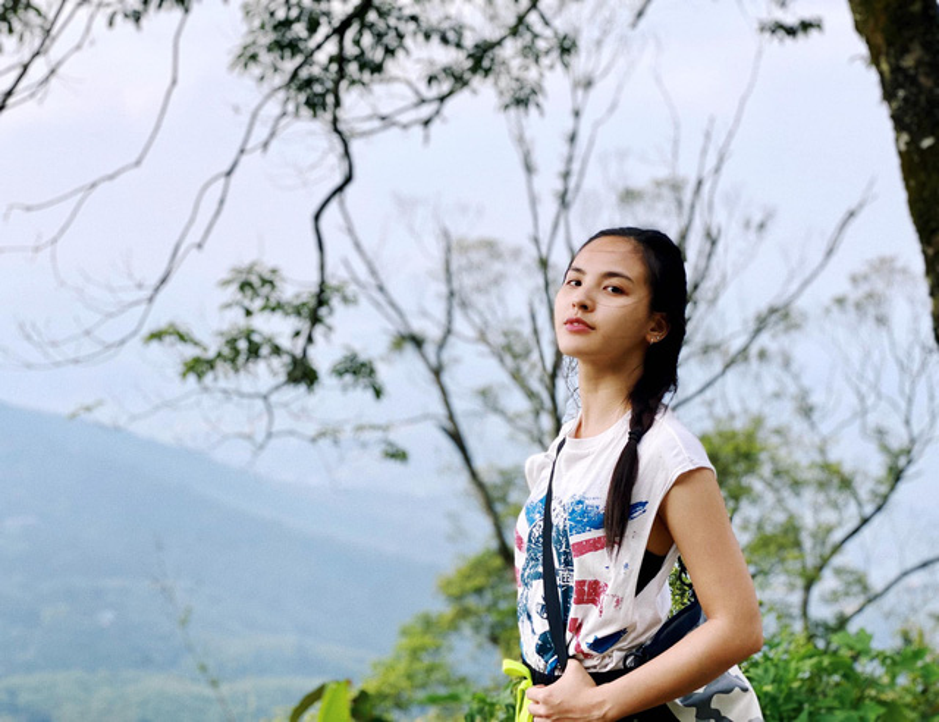 "Phong cach gian di cua nu MC gay sot tai ""Chuyen dong 24h""-Hinh-8"