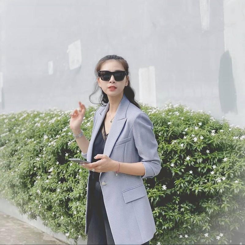 "Ngo Thanh Van nhu ""gai doi muoi"" nho gu thoi trang tuoi tre-Hinh-3"
