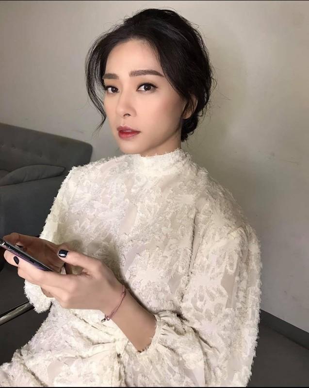 "Ngo Thanh Van nhu ""gai doi muoi"" nho gu thoi trang tuoi tre-Hinh-4"