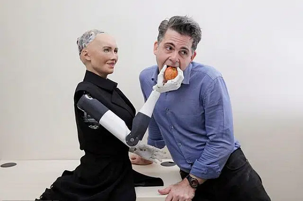 Robot Sophia tung muon huy diet loai nguoi nay thich lam nhac si-Hinh-2
