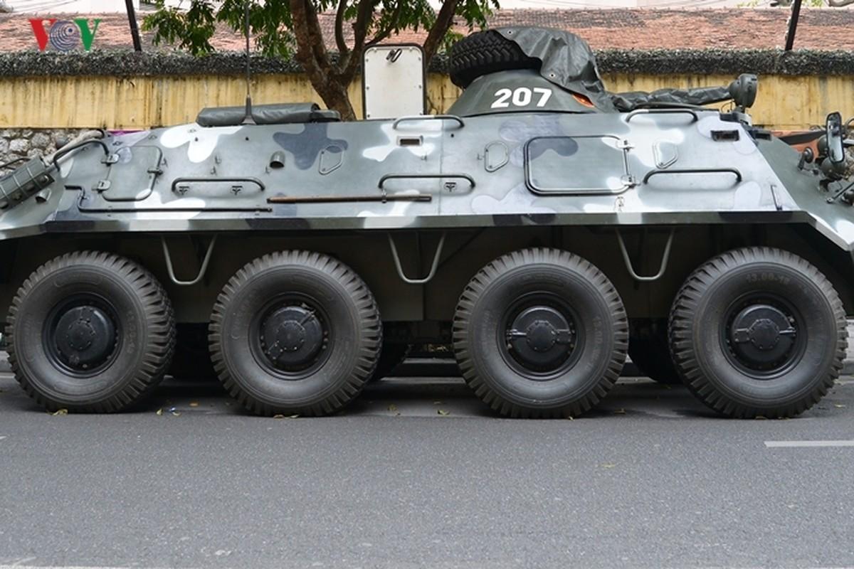 Can canh xe thiet giap BTR-60PB trong bien che quan doi Viet Nam-Hinh-3