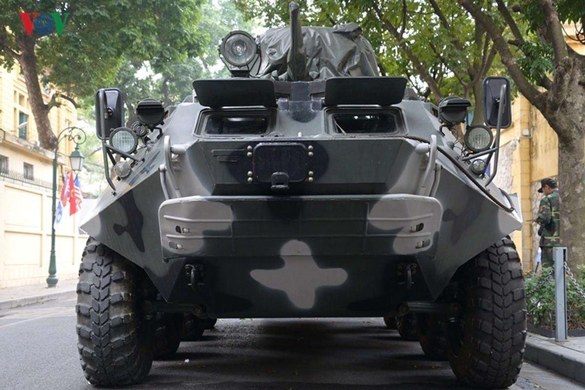 Can canh xe thiet giap BTR-60PB trong bien che quan doi Viet Nam