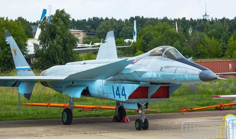 Nga se khoi phuc tiem kich MiG-1.44 de dau voi F-22 My?-Hinh-15