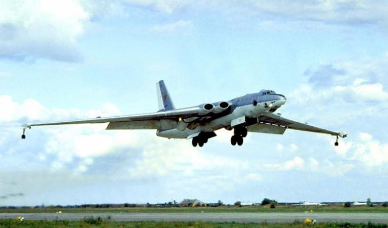 Bieu tuong nem bom khien NATO so hai bi vut ngon ngang-Hinh-10