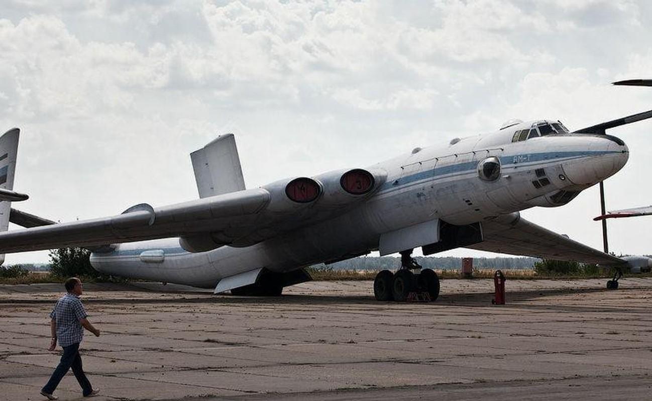 Bieu tuong nem bom khien NATO so hai bi vut ngon ngang-Hinh-12