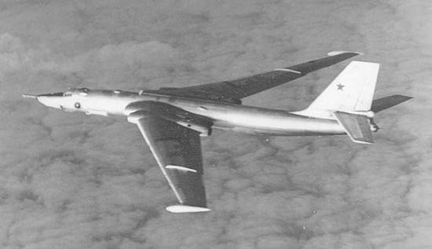 Bieu tuong nem bom khien NATO so hai bi vut ngon ngang-Hinh-6