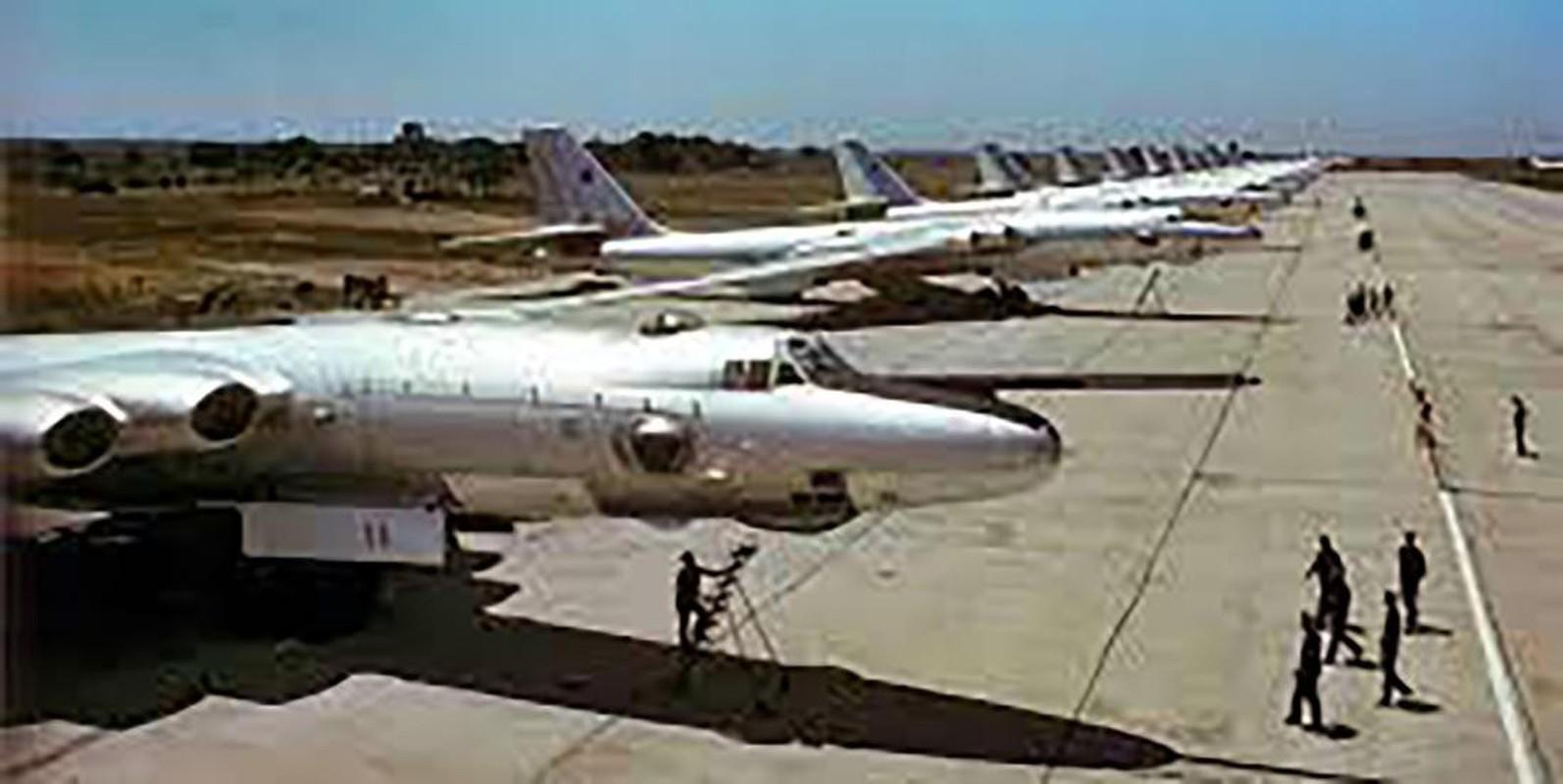 Bieu tuong nem bom khien NATO so hai bi vut ngon ngang-Hinh-8