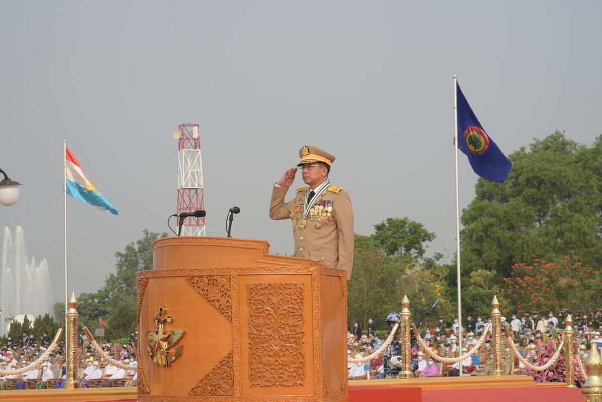 Dan vu khi khung cua Myanmar trong le duyet binh giua bien dong