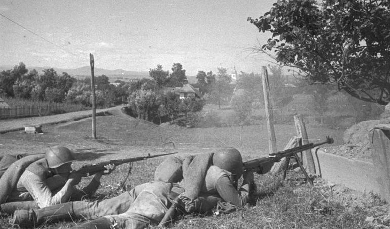 Quan ly khai dung sung chong tang Lien Xo de khoan thung xe boc thep Ukraine-Hinh-2