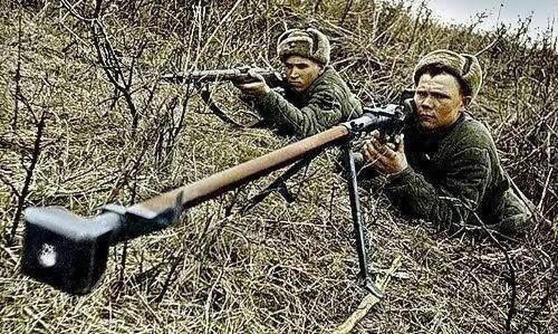 Quan ly khai dung sung chong tang Lien Xo de khoan thung xe boc thep Ukraine-Hinh-22