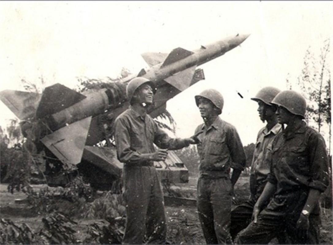 Noi tang ten lua SAM2 cua Viet Nam de ban B-52 co kho khong?-Hinh-14