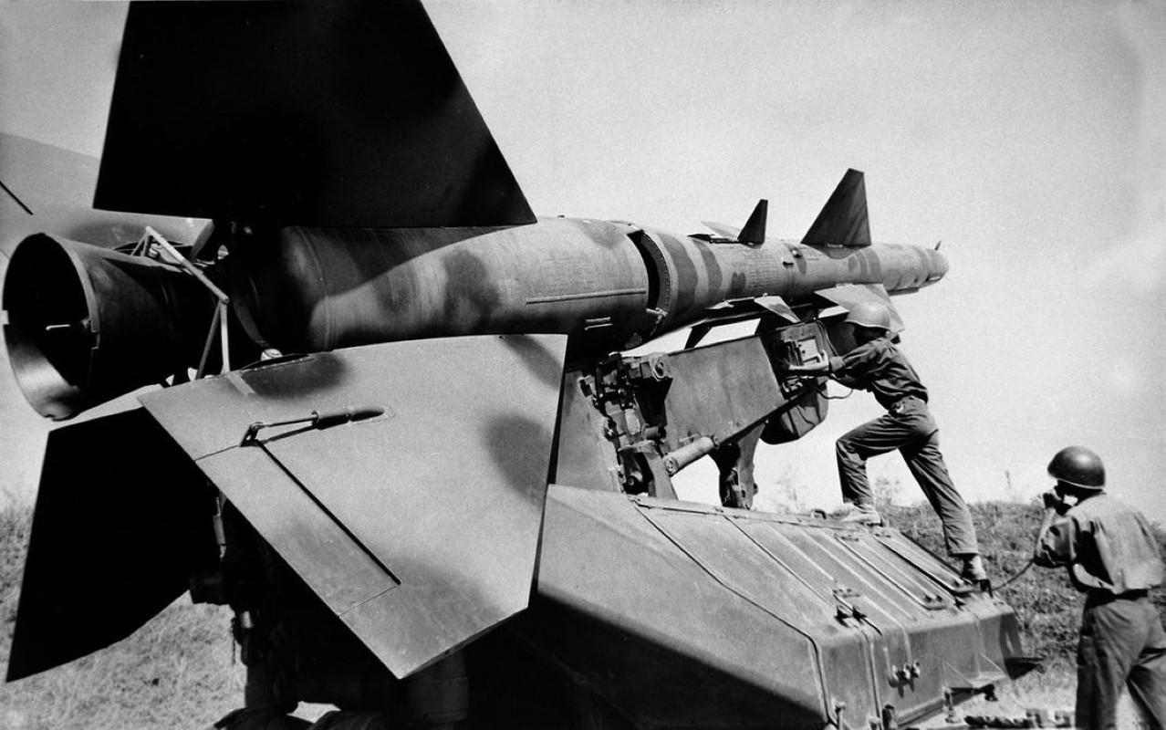 Noi tang ten lua SAM2 cua Viet Nam de ban B-52 co kho khong?