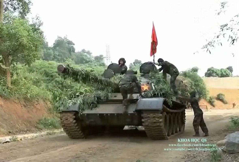 Lan dau tien xe tang T-62 Viet Nam xuat hien voi so luong lon-Hinh-11