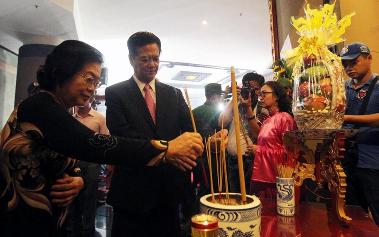 Nguyen Thu tuong Nguyen Tan Dung dang huong Den Hung o TP HCM-Hinh-2