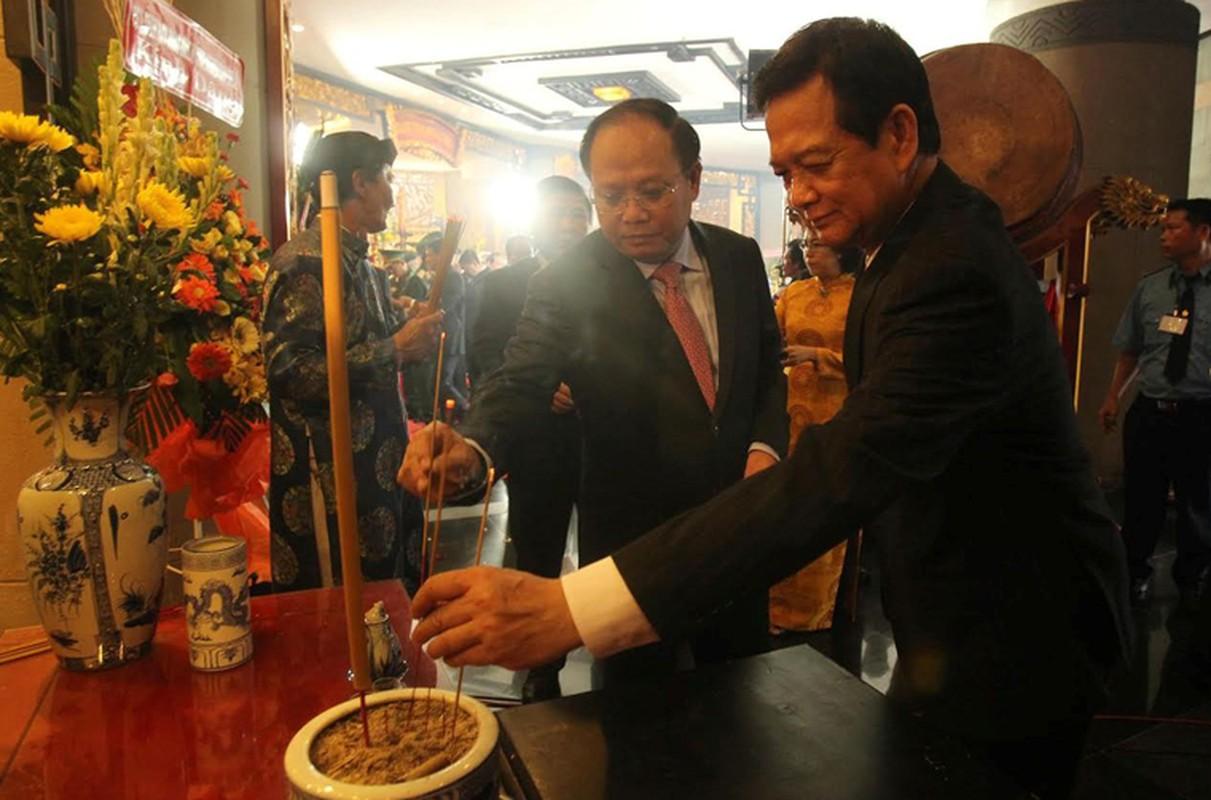 Nguyen Thu tuong Nguyen Tan Dung dang huong Den Hung o TP HCM-Hinh-3