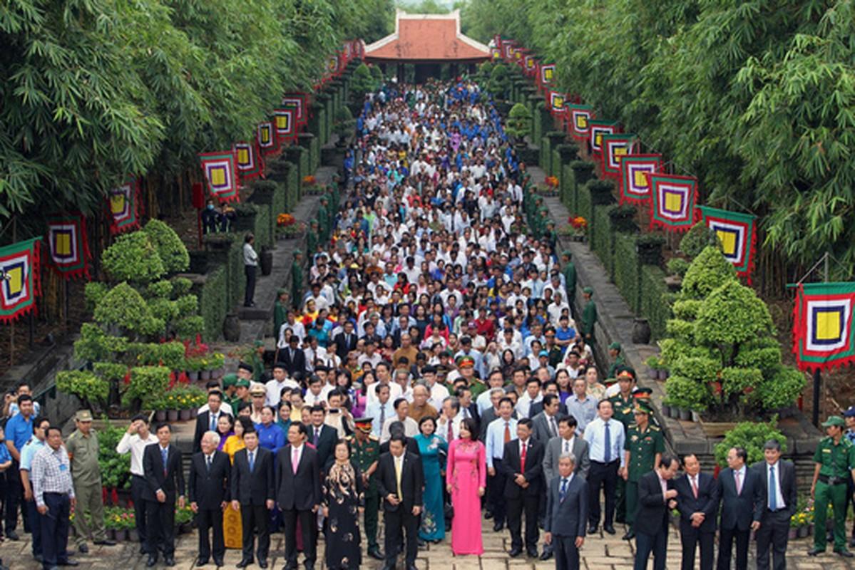 Nguyen Thu tuong Nguyen Tan Dung dang huong Den Hung o TP HCM