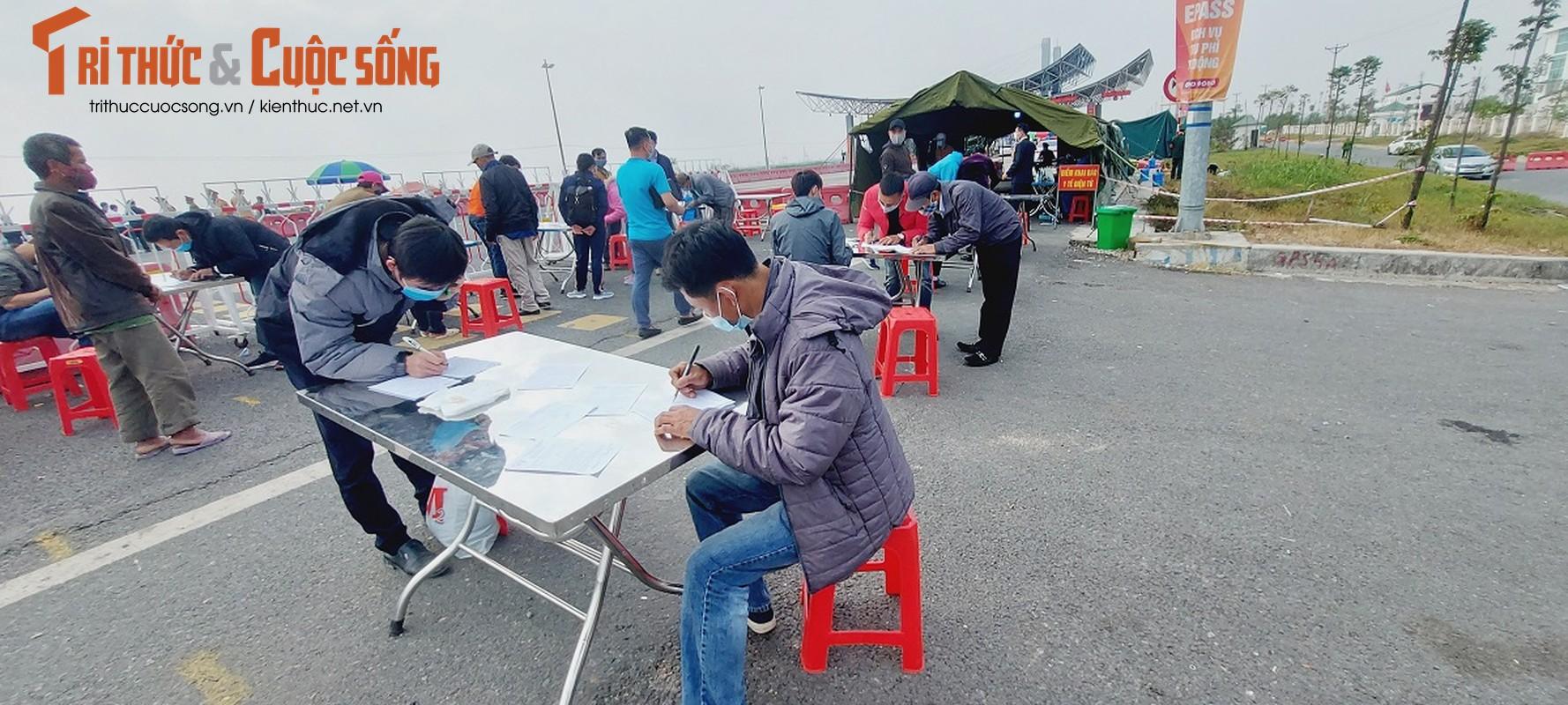 Ngay dau tien Quang Ninh cho phep xe khach hoat dong tro lai: Xe un dai-Hinh-8