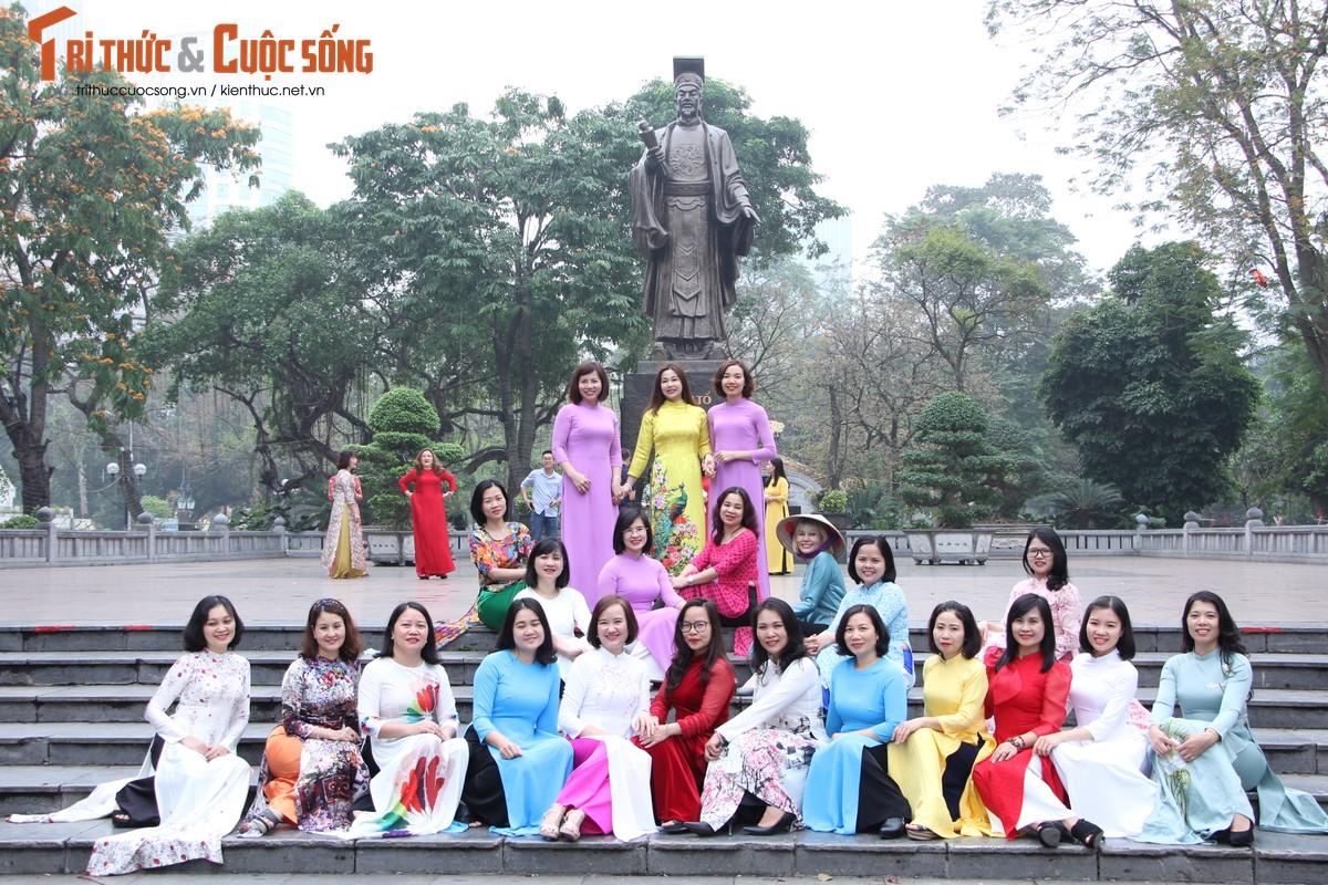 Quoc te Phu nu 8/3: Net dep nu can bo, nhan vien VUSTA trong ta ao dai-Hinh-11