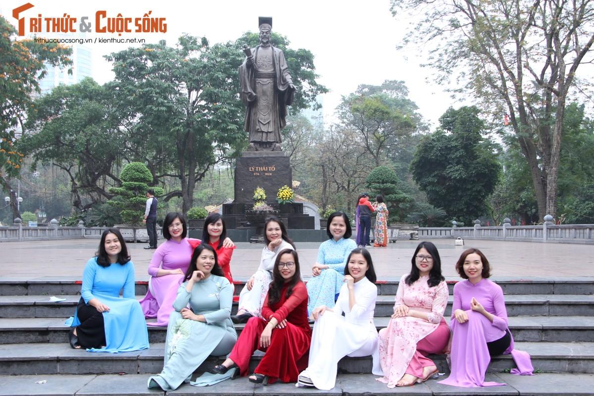Quoc te Phu nu 8/3: Net dep nu can bo, nhan vien VUSTA trong ta ao dai-Hinh-12