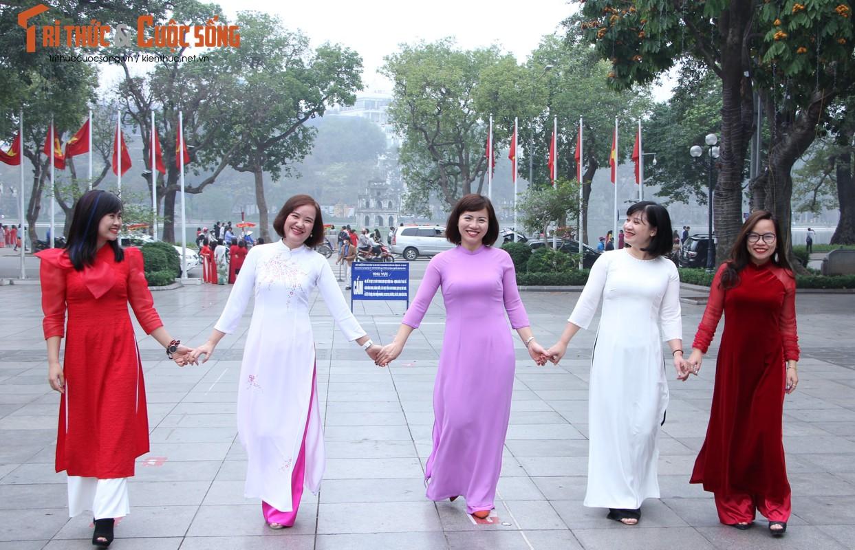 Quoc te Phu nu 8/3: Net dep nu can bo, nhan vien VUSTA trong ta ao dai-Hinh-13