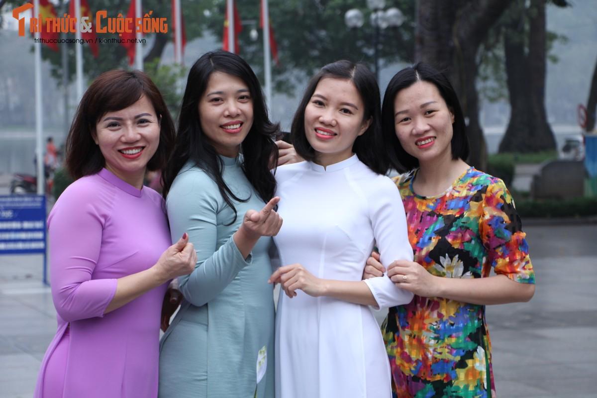 Quoc te Phu nu 8/3: Net dep nu can bo, nhan vien VUSTA trong ta ao dai-Hinh-16