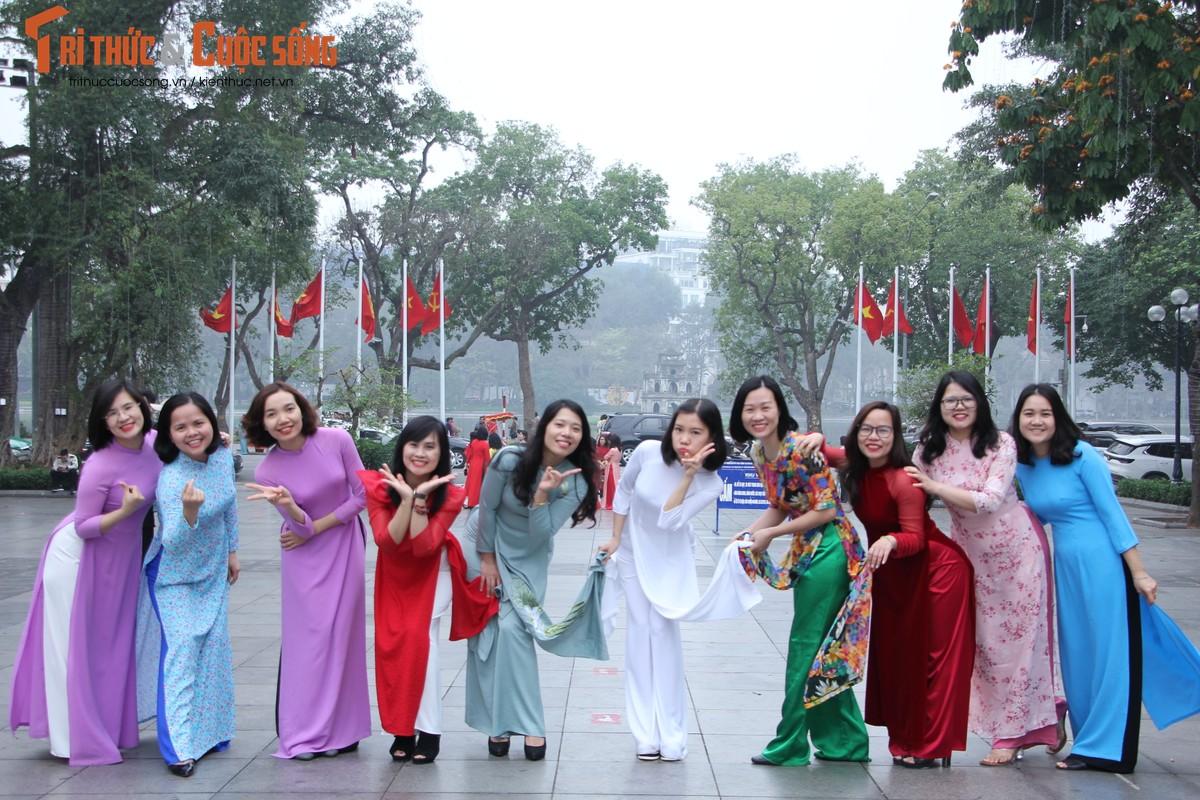 Quoc te Phu nu 8/3: Net dep nu can bo, nhan vien VUSTA trong ta ao dai-Hinh-17