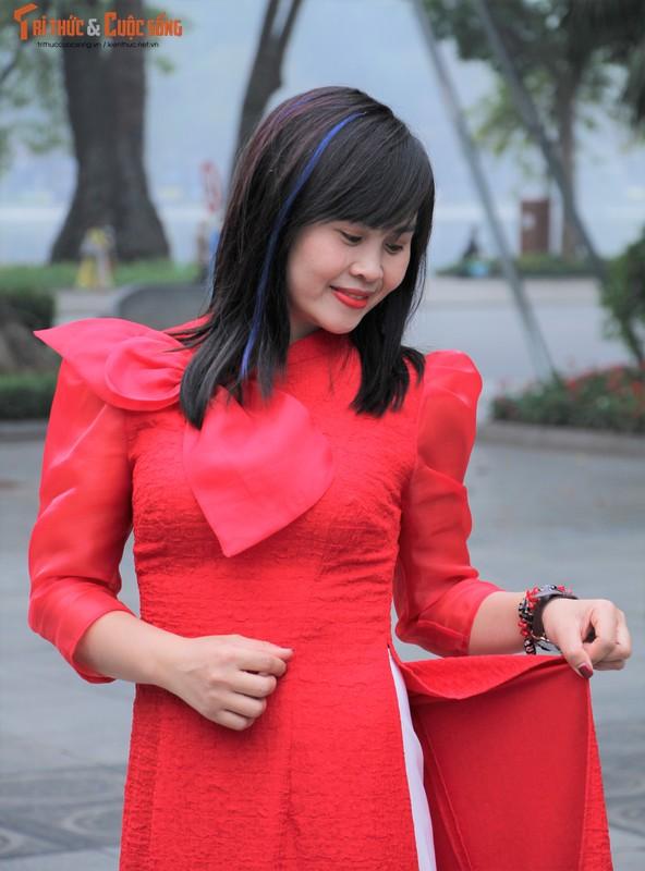 Quoc te Phu nu 8/3: Net dep nu can bo, nhan vien VUSTA trong ta ao dai-Hinh-7