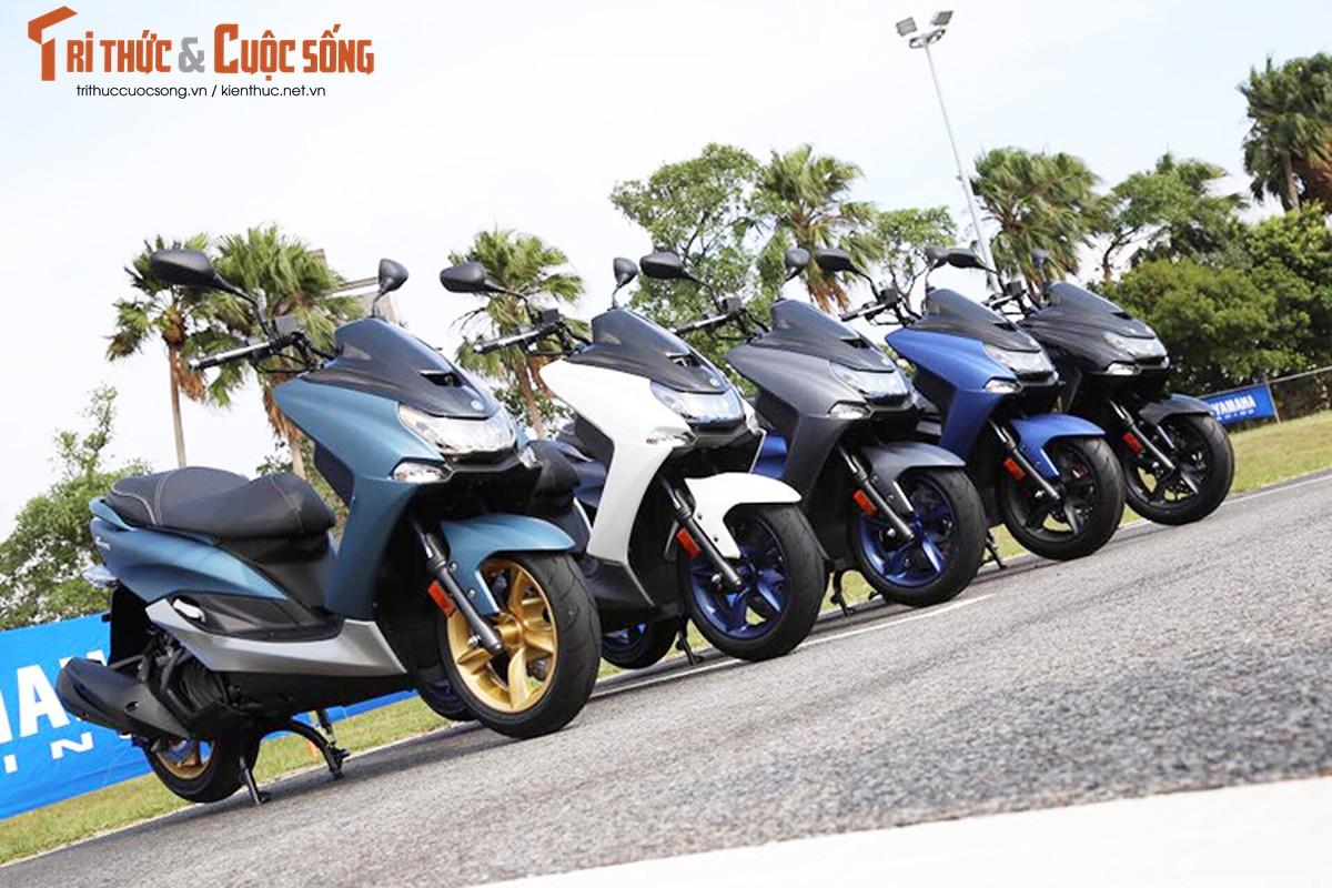 """Yamaha ra mat SMax 155 ABS gia 80 trieu """"dau"""" Honda PCX"""