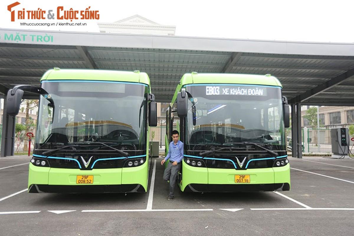 Can canh xe buyt dien Vinfast vua chinh thuc lan banh tai Ha Noi-Hinh-3