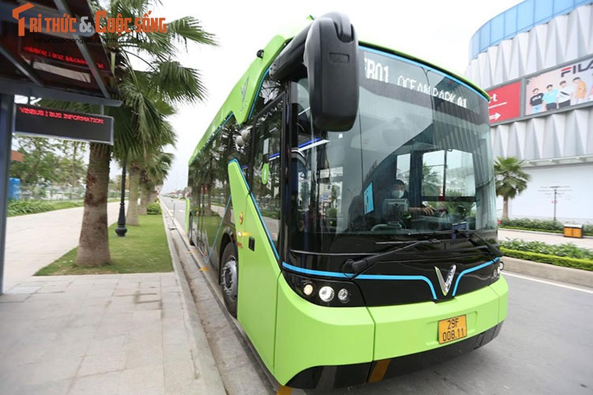 Can canh xe buyt dien Vinfast vua chinh thuc lan banh tai Ha Noi-Hinh-4