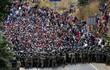 """Cận cảnh đoàn người di cư """"khổng lồ"""" trên đường tới Mỹ"""