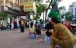 Chủ quán ngan phát gạo, tiền cho người nghèo bị ảnh hưởng vì dịch COVID-19