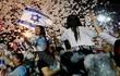 """""""Kỷ nguyên Netanyahu"""" kết thúc, người dân Israel đổ ra đường ăn mừng"""