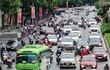 Đường phố Hà Nội đông đúc, ngày đầu 'bình thường mới'