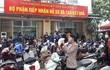 Cực nhọc mưu sinh giữa nắng bỏng rát ở Hà Nội