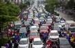 Tại sao cứ mưa là đường phố Hà Nội ùn tắc kéo dài?