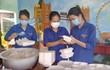 Hàng nghìn suất ăn tặng người dân ở khu cách ly