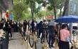 Người Việt xếp hàng nườm nượp chờ mua iPhone 13 chính hãng