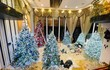 Giữa tin đồn ly hôn, Đàm Vĩnh Hưng trang trí biệt thự 60 tỷ đón Noel