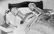 Ảnh lạ: Sơn nữ cổ dài Miến Điện thăm London năm 1935