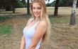 Nữ golf thủ thích mặc áo khoét sâu xinh đẹp nhất nước Anh