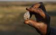 Thứ khiến hàng nghìn dân Nam Phi đổ xô đào hoá ra cực rẻ tiền