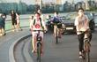 Trào lưu đạp xe bất ngờ nổi lên giữa mùa nóng nhất của Hà Nội