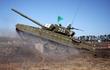 Xe tăng ly khai Ukraine rầm rập áp sát phòng tuyến quân chính phủ