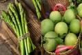 7 loại rau củ quả bị phun thuốc cũng có thể...tự đào thải