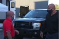 Sao cơ bắp The Rock tặng siêu bán tải Ford F-150 cho bạn thân
