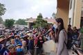 Ca sĩ Thủy Tiên trao tiền hỗ trợ người dân Quảng Nam 'rất minh bạch'