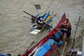13 công nhân mắc kẹt giữa sông ở Quảng Ngãi được giải cứu