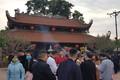 """Hải Dương: Đền Bia, đền Tranh """"thất thủ"""" vì du khách ồ ạt đổ về"""